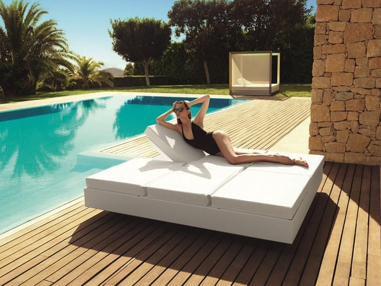 lit de jour exterieur carre burmatec. Black Bedroom Furniture Sets. Home Design Ideas